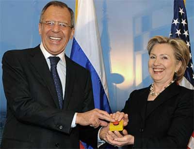 Hillary Clinton, Serguéi Lavrov y el botón de reiniciar