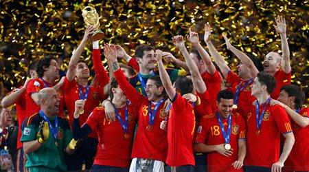 España levanta la Copa del Mundo 2010