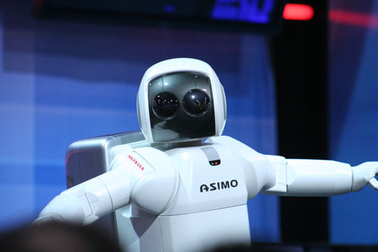 Robot Asimo de Honda intentando robarnos el trabajo
